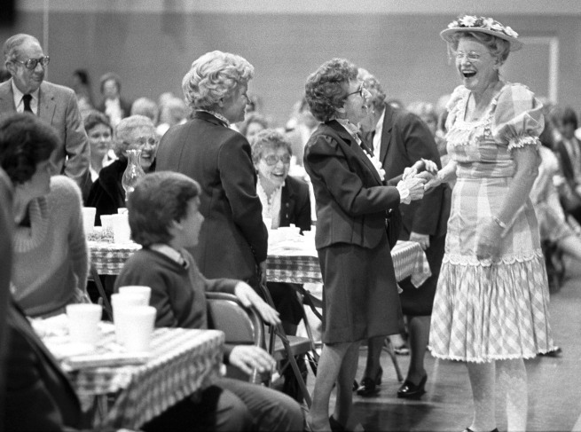 Country comedian Minnie Pearl mingles with the crowd during homecoming at Campbellsville College in November 1984. Photo courtesy of Central Kentucky News-Journal, Campbellsville University
